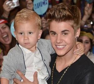 Justin-Bieber1_120618_jpg__400×640_